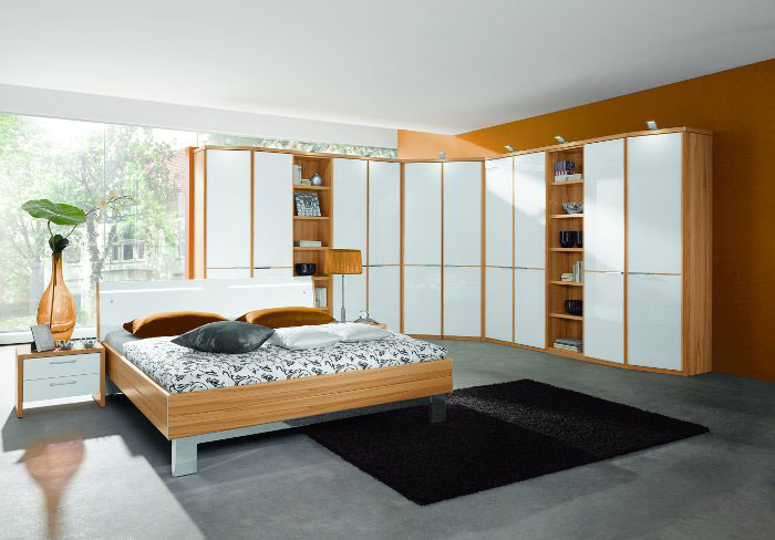 schlafzimmer modern lila weis raum und m beldesign inspiration. Black Bedroom Furniture Sets. Home Design Ideas